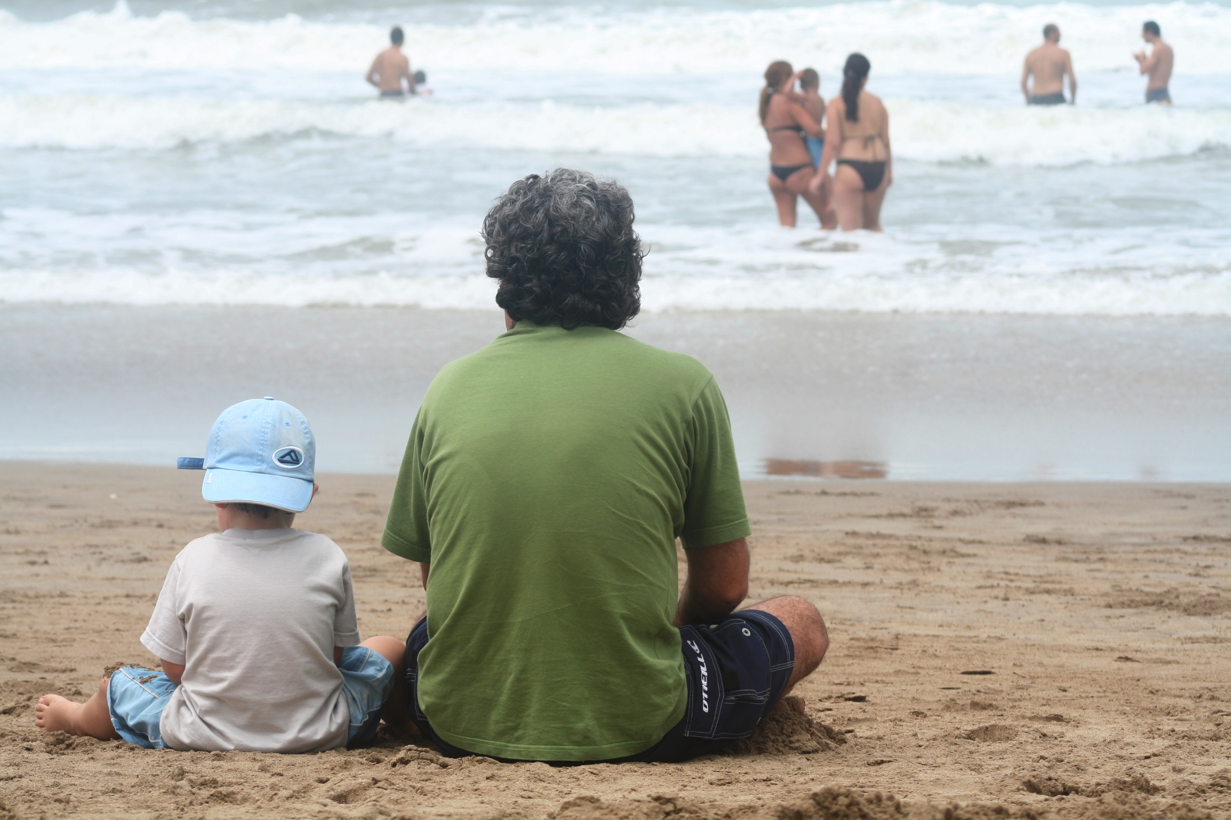 dad_and_son_on_beach